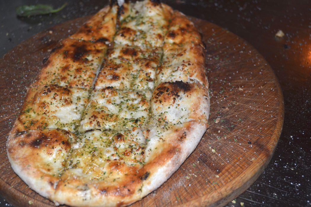Solo Pizza Garlic 1